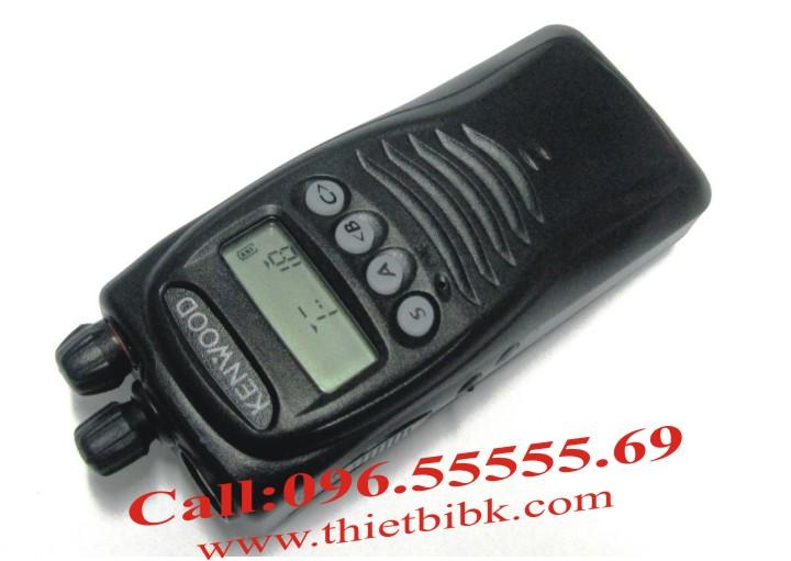 Bộ đàm Kenwood TK-3217 UHF với màn hình LCD hiển thị thông tin và hỗ trợ lập trình