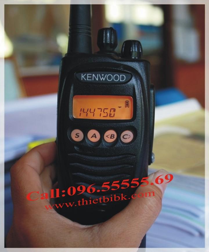 Bộ đàm Kenwood TK-3217 UHF với thiết kế tính tế, nhỏ gọn