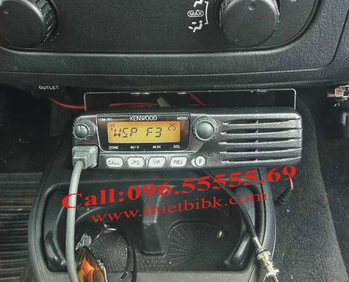 Bộ đàm Kenwood TM 281A VHF gắn trên xe Taxi với cự ly liên lạc 40km
