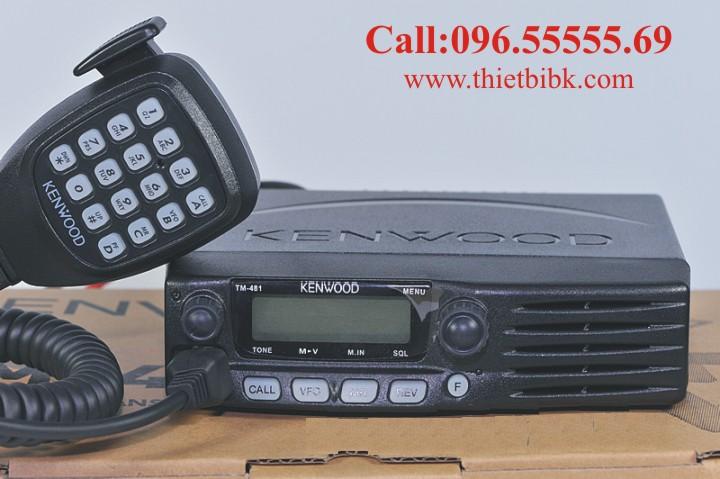 Bộ đàm Taxi Kenwood TM 481A UHF lắp đặt trên xe taxi