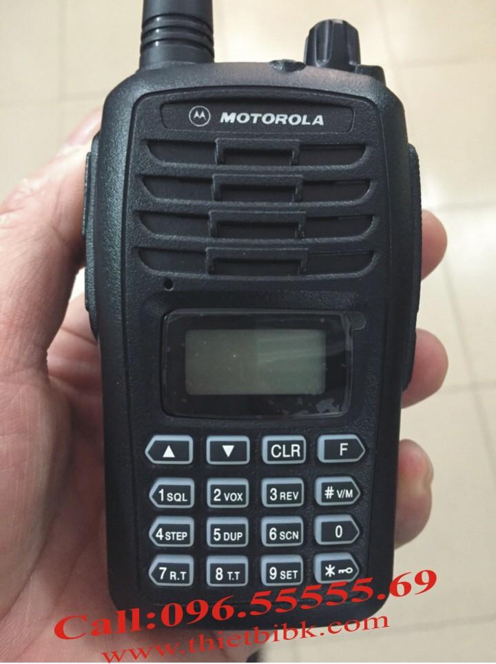 Bộ đàm Motorola SMP-818 UHF 8W dùng cho khu công nghiệp