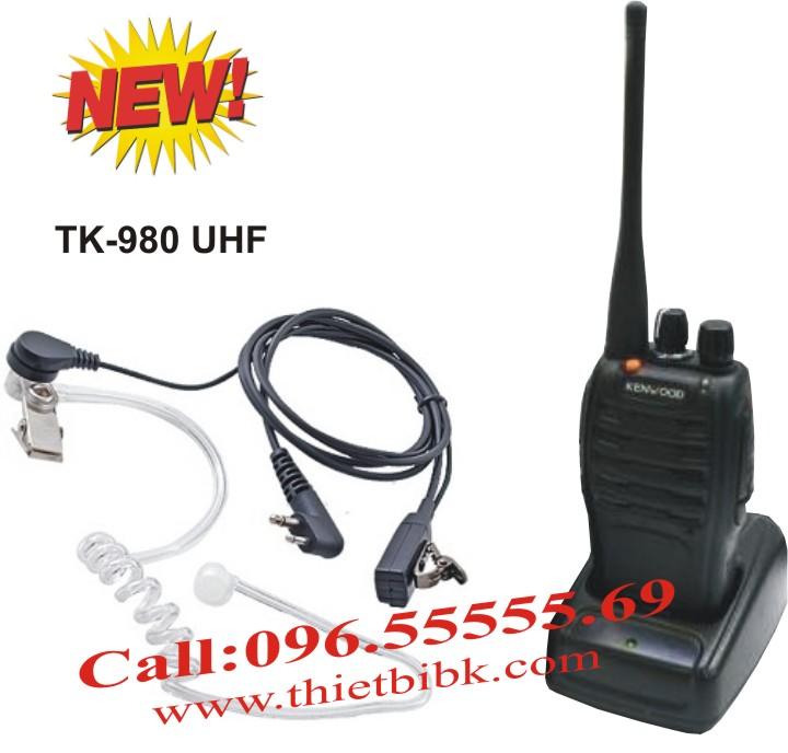 Bộ đàm cầm tay Kenwood TK-980 UHF dùng cho bảo vệ tòa nhà, khu công nghiệp