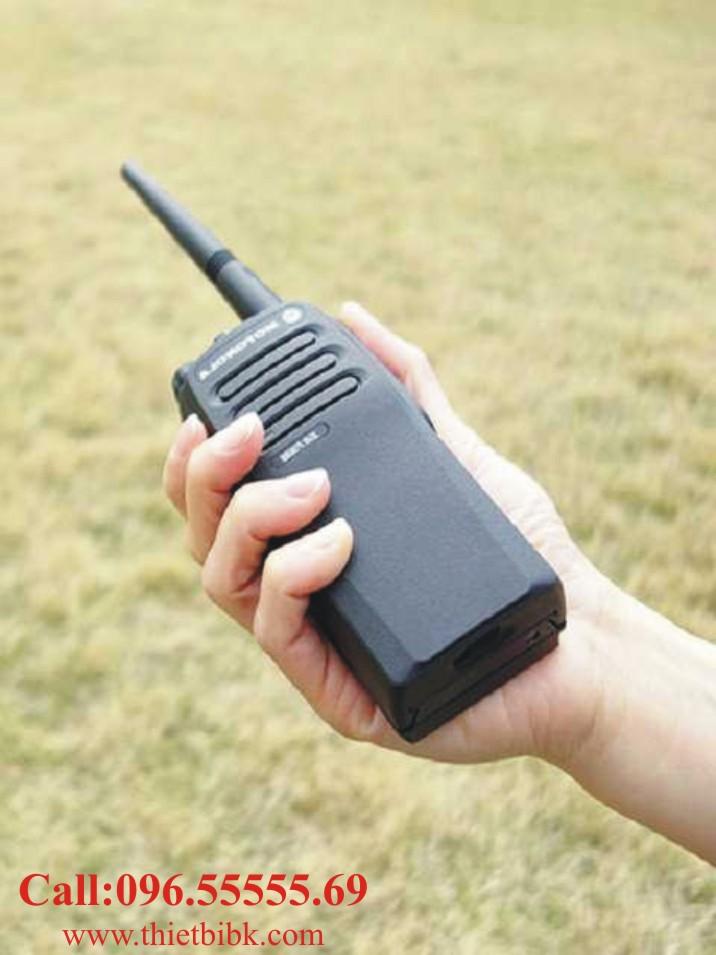 Máy bộ đàm kỹ thuật số Motorola XIR P3688 dùng cho khu du lịch